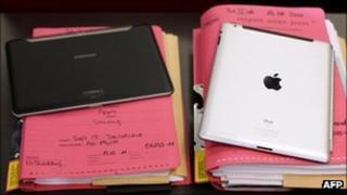 Galaxy Tab and iPad, AFP/Getty