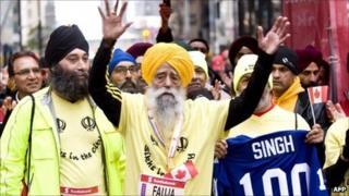 Fauja Singh crosses the finishing line in Toronto
