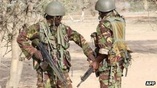 Kenyan soldiers prepare to advance near Liboi in Somalia, 18 October 2011