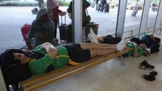 Qantas passengers in Melbourne 29/10/11