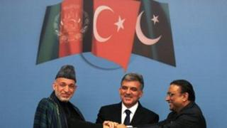 Turkish President Abdullah Gul (centre), his Pakistani counterpart Asif Ali Zardari (right) and Afghan President Hamid Karzai
