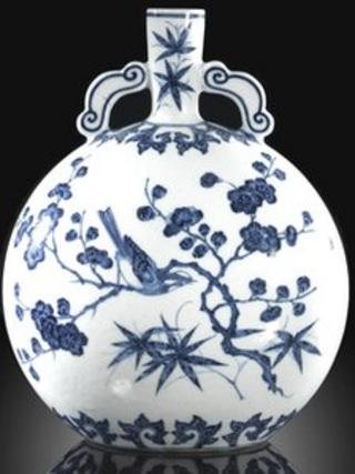 Blue and white Ming-style moonflask