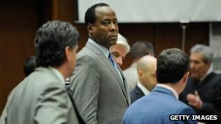 Dr Conrad Murray, surrounded by his defence attorneys at Los Angeles Superior Court on 1 November 2011