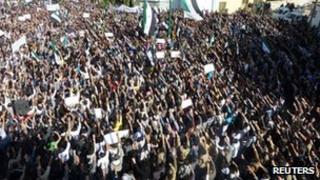 Anti-government protest in Hula near Homs, Syria (13 Nov 2011)