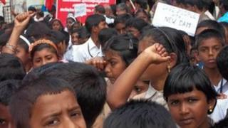 Kerala students protest over Mullaperiyar dam on 1st Dec 2011