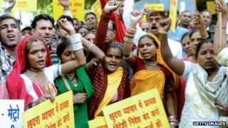 Indian street vendors protest against government decision to great foreign retailers greater access