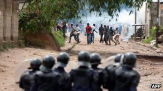 """Around 100 youth of the """"Pompage"""" district confront with police during a protest in Kinshasa on December 7, 2011"""
