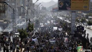 Opposition protesters in Yemen (25 December 2011)