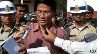 Former Cambodian anti-drug agency chief Moek Dara talks to journalist after his verdict in front of a court of Banteay Meanchey province on 5 January, 2012