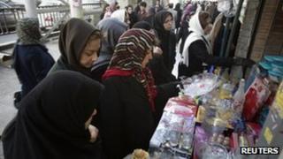 Iranian women shop at a bazaar in Tehran (12 December 2011)