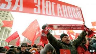 Supporters of the Russian Communist Party rally in Moscow against election violations ahead of the March presidential polls. (21 January 2012)