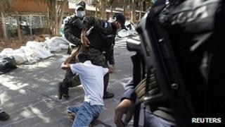 Relatives clash with police in Tegucigalpa