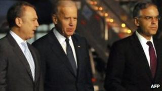 US Vice President Joe Biden (centre) with Mexican Ambassador to the US Arturo Sarukhan (left) and Mexico's deputy secretary for North America Julian Ventura (right) at Mexico City airport