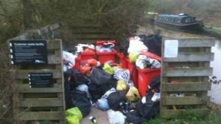 Unemptied bins at Wolvercote Lock