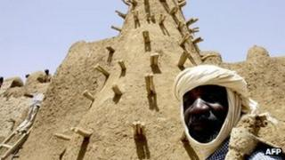 Residents of Timbuktu restore the City of 333 Saints' Djingareyber Mosque 10 April 2006 ahead of the Maouloud festival, marking the birth of the Muslim Prophet Mohammed.