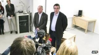 Psychiatrists Agnar Aspaas (R) and Terje Toerrissen (10 Apr 2012)