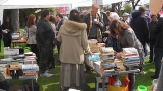 Pop-up library set up by campaigners in Friern Barnet