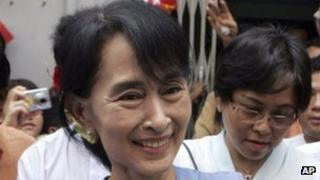 Aung San Suu Kyi being greeted by supporters, 8 May 2012