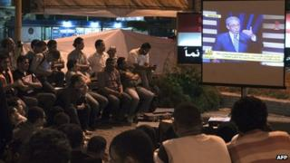 Egyptians watch presidential debate on TV