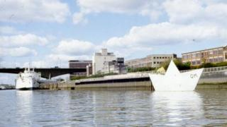 The Paper Boat on the Clyde