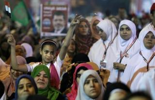 A girl holds up an Egyptian flag at a rally for the Muslim Brotherhood's Mohammed Morsi in Cairo (20 May 2012)