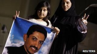 The wife and daughter of the arrested activist Nabeel Rajab demand the release of Abdulhadi al-Khawaja (6 May 2012)