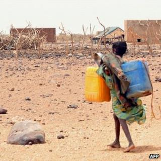 Girl carrying water canisters in Mauritania