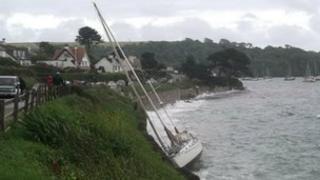 Yacht hits rocks at St Mawes