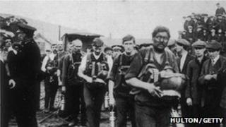 Rescuers returning after the Senghennydd disaster