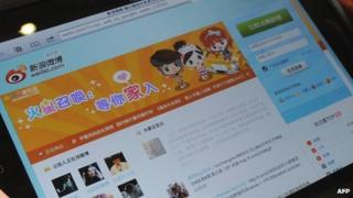 The Weibo homepage displayed on a tablet PC