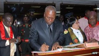 John Dramani Mahama signs documents after taking presidential oath (24 July)
