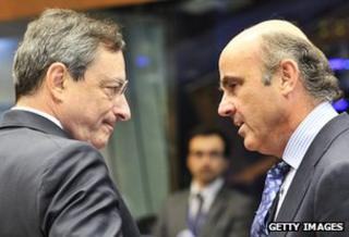 Mario Draghi speaks to Spanish Finance Minister Luis De Guindos in June 2012