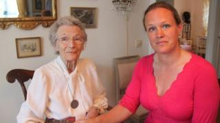 Nina Lagergren (l) and Cecilia Ahlberg (r)