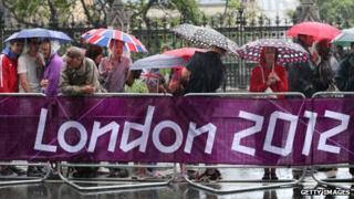 Crowd watching women's marathon