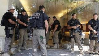 Lebanese police guard Mr Samaha's residence - 9 August