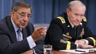 US Defence Secretary Leon Panetta (L) with Chairman of the Joint Chiefs of Staff Gen Martin Dempsey (14 Aug 2012)