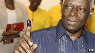 Angolan President Jose Eduardo dos Santos shows his ink-stained finger to prove he cast his ballot. Photo: 31 August 2012