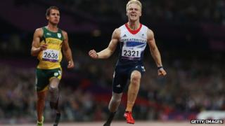 Jonnie Peacock wins gold in the 100m final