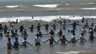 Protesters form human chains in sea on 13 September 2012