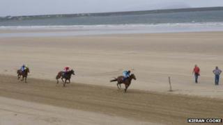 Sea shore horse racing in Gweesalla