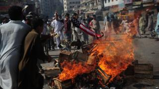 Demonstrators torch a US flag during a protest in Karachi, Pakistan. Photo: 21 September 2012