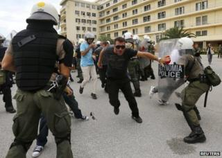 Shipyard workers clash with riot police at the Greek defence ministry in Athens, 4 October