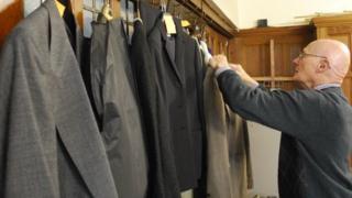 Suit bank