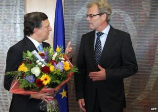 EU Commission President Jose Manuel Barroso (L) receives flowers from Norway's Ambassador to the EU, Atle Leikvoll, in Brussels, 12 October