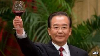 Wen Jiabao makes toast at National Day reception - 29 September