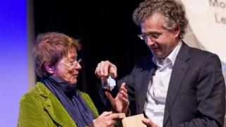 Bridget Riley receiving the Sikkens Prize in The Hague on Sunday