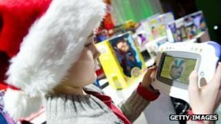 Child plays with InnoTab 2