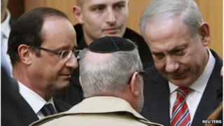 Francois Hollande (L) and Benjamin Netanyahu (R) at the Ozar Hatorah school in Toulouse, 1 November