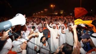 Opposition supporters protest in Kuwait (4 November 2012)