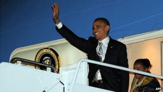 President Barack Obama waves as he exits Air Force One, 7 November 2012